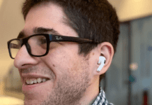 Can You Use AirPods and Wired Headphones At The Same Time